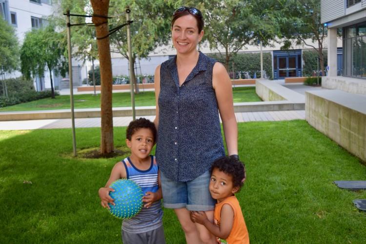 Adele_Thompson_and_her_children.jpg