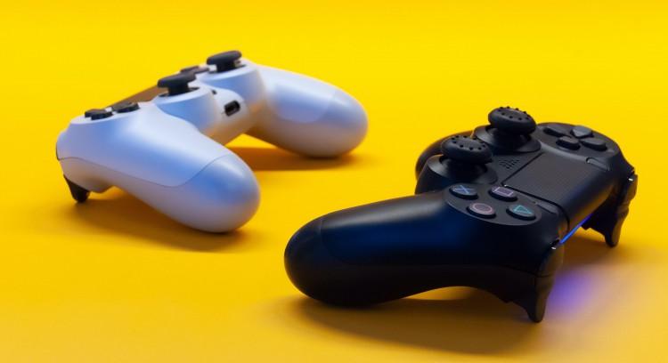 E-Sports & Games